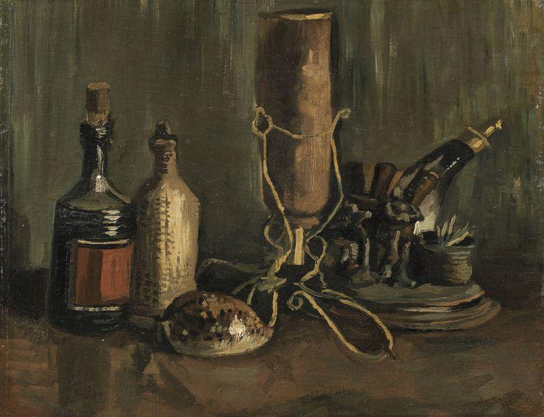 Vincent van Gogh, Stilleven met flessen en schelp, herfst 1884, olieverf op doek op paneel, 31,8 x 41,3 cm. Na een kleine restauratie zal het schilderij vanaf het najaar te zien zijn in het Noordbrabants Museum.   Beeld ANP