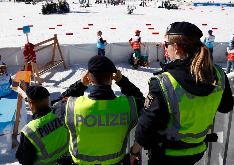 Enkele politieagenten op het WK noordse ski in Seefeld.