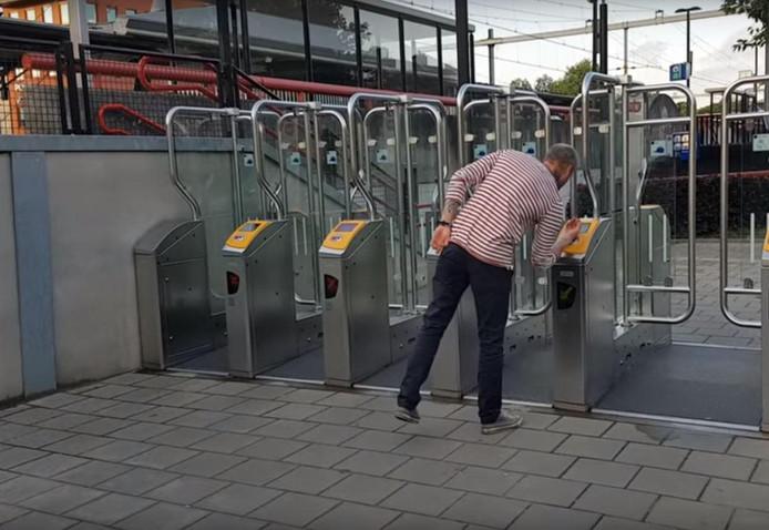Tom van Oudenaarden checkt in op Station Utrecht Overvecht.