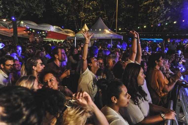 Tijdens het Jordaan Festival moet je vooral lekker meezingen. Beeld Stephanie Scholte
