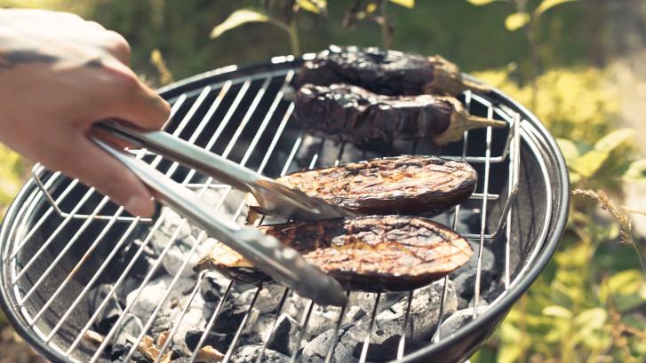 Vegan BBQ? Met deze aubergine-recepten zit je goed!