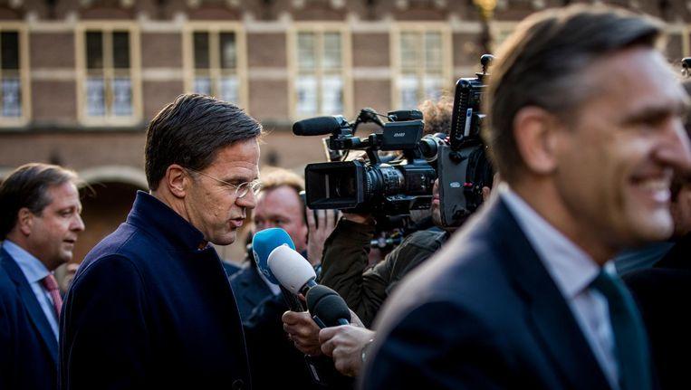 Pechtold (D66), Rutte en Buma (CDA) na de formatiegesprekken op vrijdag. Beeld Freek van den Bergh / de Volkskrant