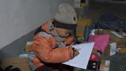 Ophef in China: jongetje van amper zeven bezorgt pakjes