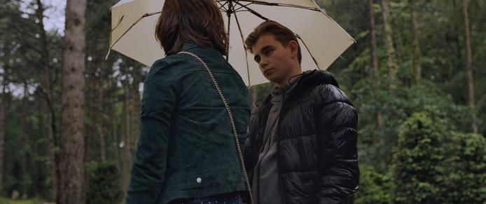 Remco in gesprek met zijn vriendinnetje Emma.