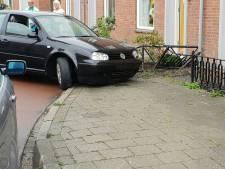 Auto belandt in voortuin in Tiel