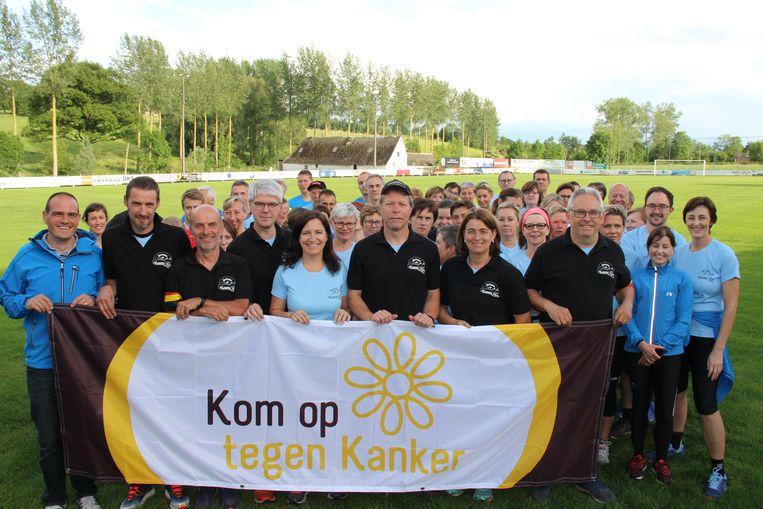 De Runners Maarkedal schenken de opbrengst van hun eerste loopwedstrijd aan Kom op tegen Kanker.