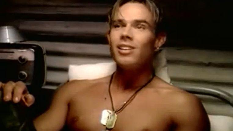 Fragment uit een videoclip van Caught in the Act: 'Babe'. Beeld Still van Youtube
