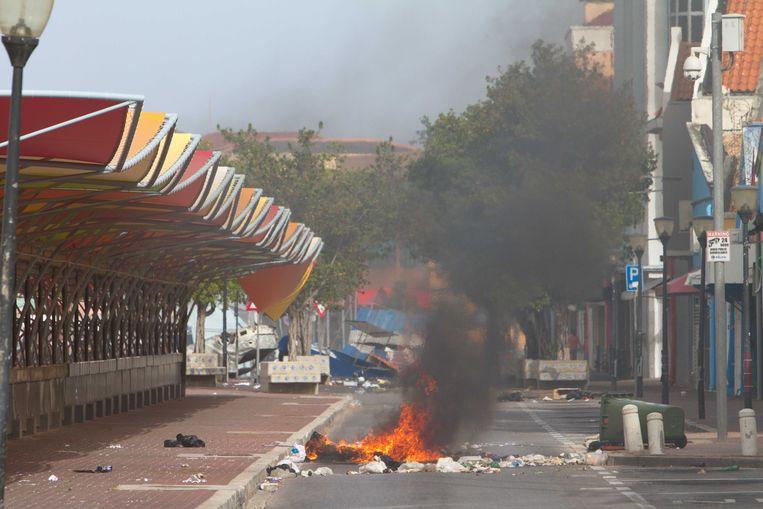 In Willemstad zijn tientallen brandstichtingen gepleegd. Beeld ANP