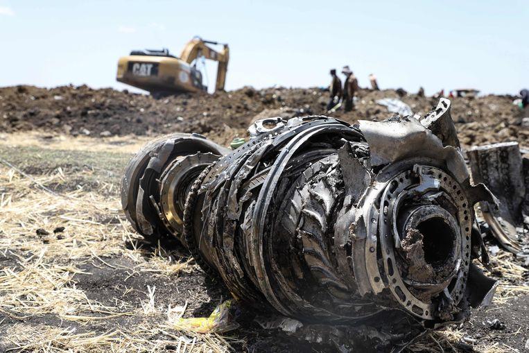 Brokstukken van het gecrashte vliegtuig van Ethiopian Airlines, een Boeing 737 MAX 8.