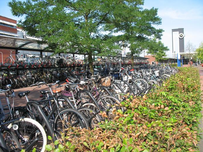 De fietsenstalling bij het station in Almelo.