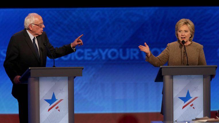 Bernie Sanders en Hillary Clinton in debat, afgelopen nacht Nederlandse tijd. Beeld getty