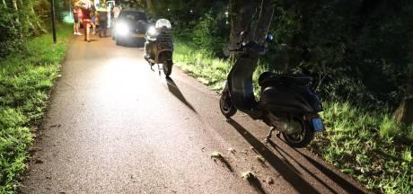 Scooter met twee mannen erop gaat onderuit in Waalwijk, passagier naar het ziekenhuis