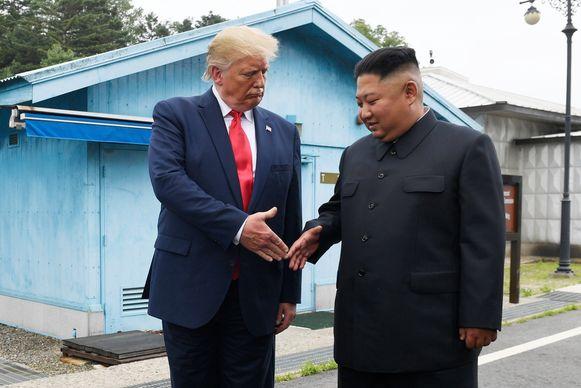President Trump schudt Kim Jong-un eind juni de hand bij een ontmoeting in gedemilitariseerde zone tussen Noord- en Zuid-Korea.