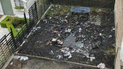Drie 14-jarigen sleutelen aan bromfiets: tuinhuis, tuin, brommer en afsluiting buren gaan in vlammen op