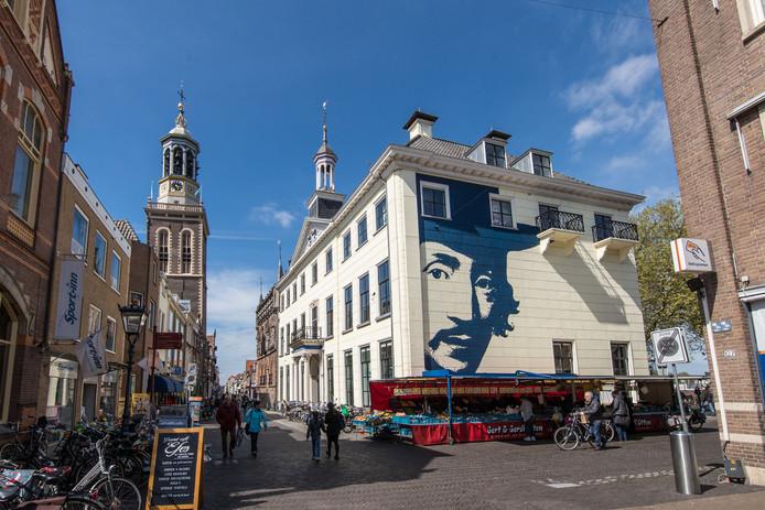Het Stedelijk Museum is gevestigd in het Oude Raadhuis van Kampen, in de Oudestraat.