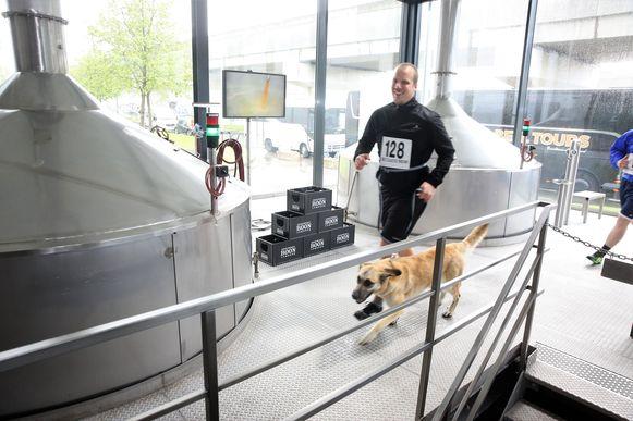 Enkele deelnemers namen zelfs hun hond mee om deel te nemen aan de Geuze Boon Jogging tijdens de Toer de Geuze.