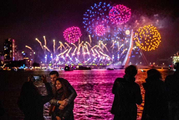 Géén vuurwerkshows dit jaar in Rotterdam.