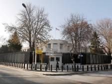 Amerikaanse ambassade in Ankara vanuit rijdende auto beschoten