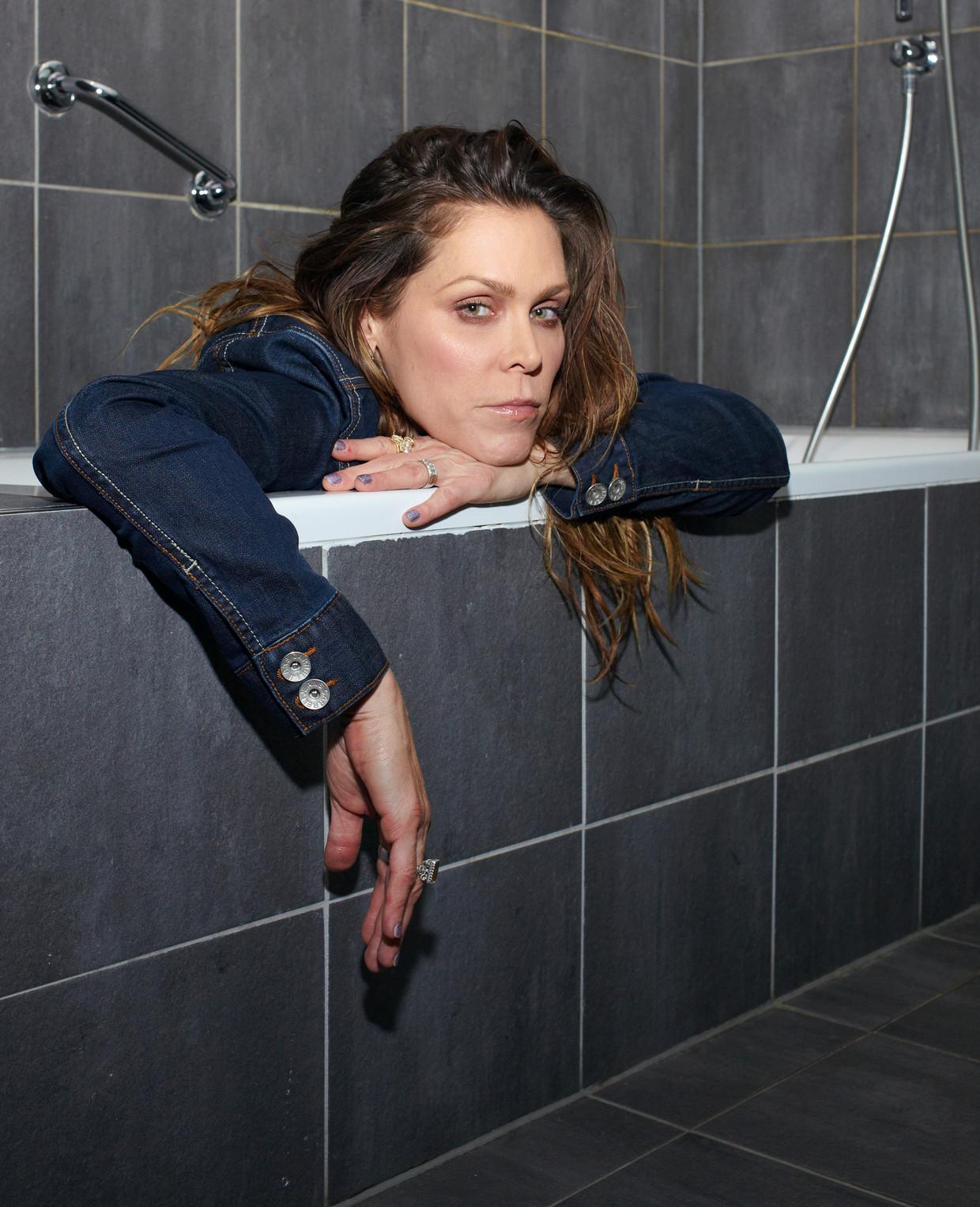 Amerikaanse singer-songwriter Beth Hart, gefotografeerd in het Eden Hotel, Amsterdam. Beeld Daniel Cohen