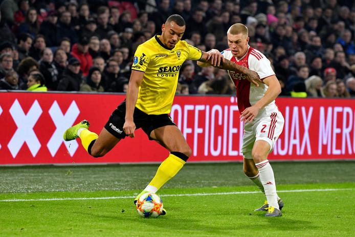 Jay-Roy Grot  (VVV) in duel met Ajacied Rasmus Kristensen (Ajax).