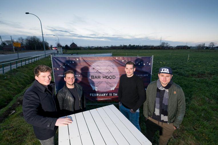 Frederic Docx, Fabrice De Haes, Jens Vranckx en Roy Goor organiseren Bar Wood langs de Mechelbaan.