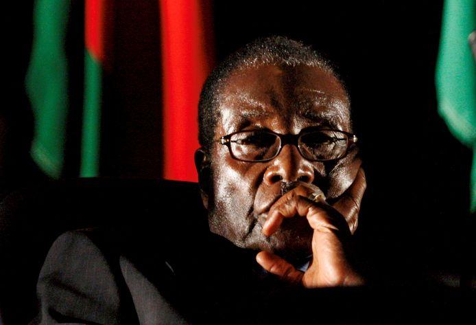 De voormalige president Robert Mugabe mag in Zimbabwe blijven.