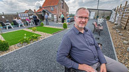 Gerdy zet deuren open van nieuwe Lourdestuin in Vijverdamstraat