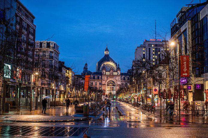 De stad Antwerpen gaat de kerstverlichting in de binnenstad daarom langer laten hangen, tot en met Valentijn op 14 februari.