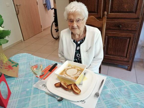 Jeanne Vos vierde haar 100ste verjaardag in wzc Hemelrijck.