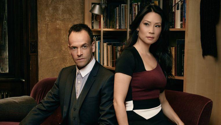 Jonny Lee Miller (Sherlock) en Lucy Liu als zijn vrouwelijke Watson