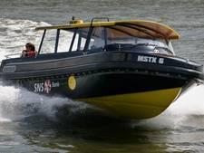 Schipper Watertaxi redt drenkeling uit Maas