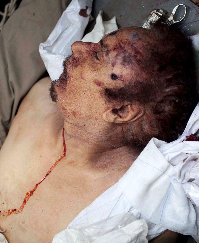 Het lichaam van Muammar Kaddafi. Beeld EPA
