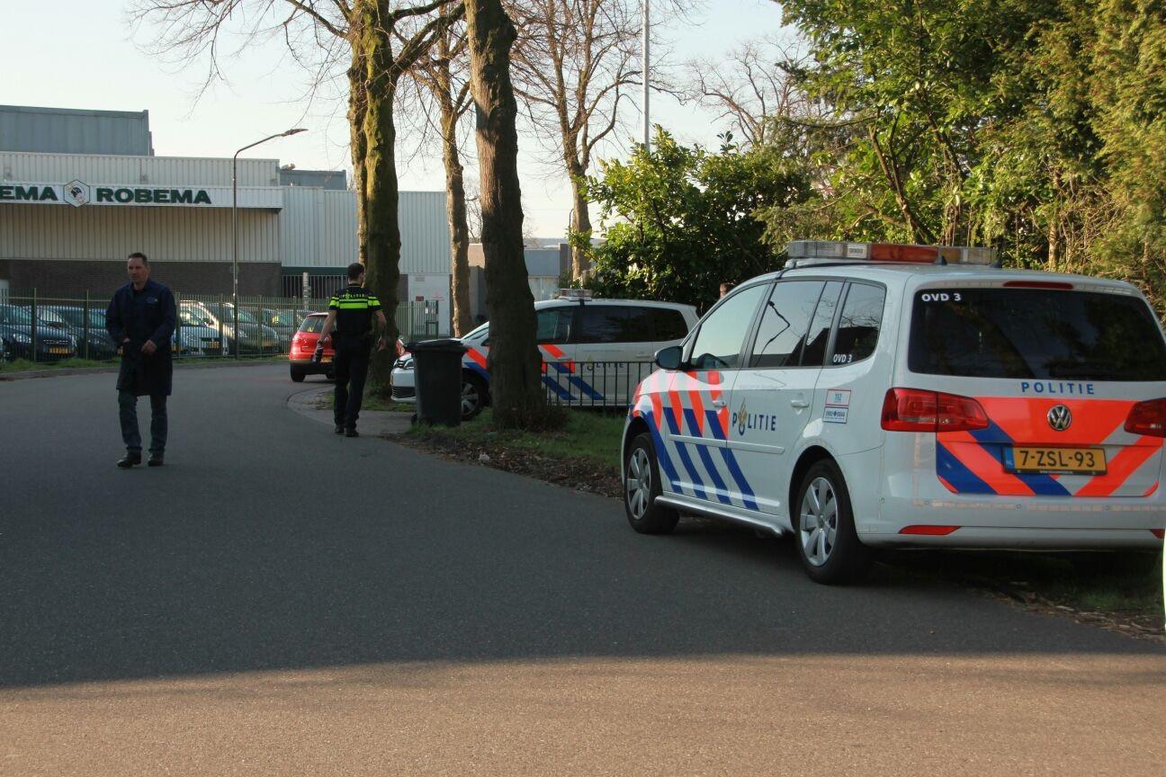 De politie onderzoekt een woningoverval in Helmond.