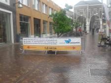 Te druk in centrum Veenendaal door fietsen op straat, hostesses verwijzen fietsers naar stalling