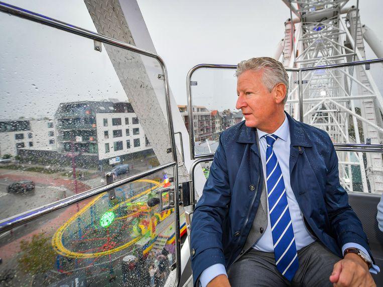 Pieter De Crem roept de gemeenteraad maandag niet samen. Twee weken geleden genoot hij nog van zijn gemeente van op het reuzenrad.