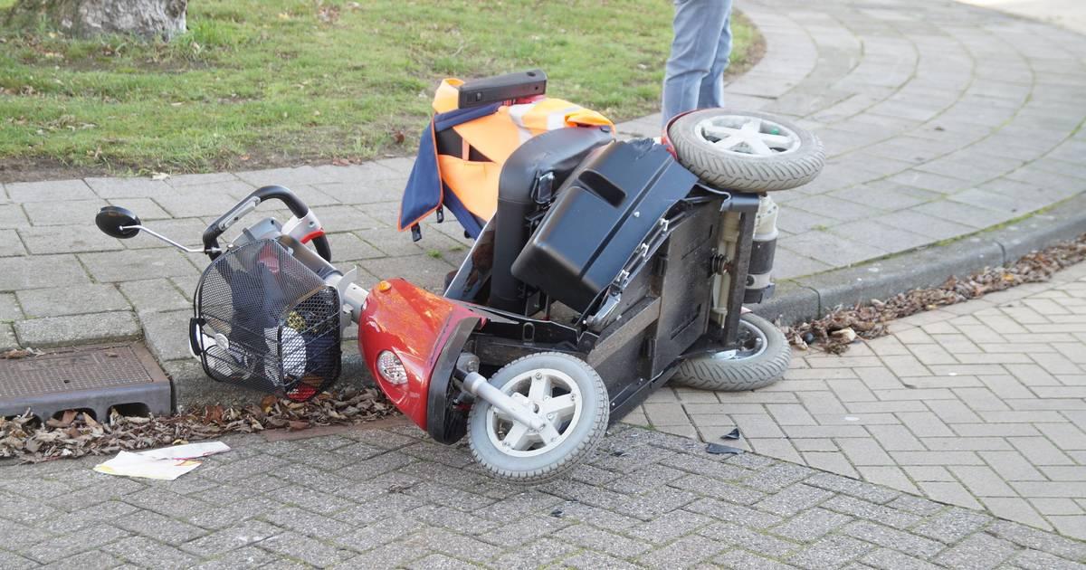 Man op scootmobiel aangereden door auto in Drunen.