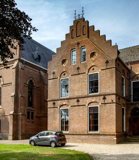 Nieuwe woonlocatie voor verstandelijk beperkten in pastorie van kerk aan Stationsweg Wijhe
