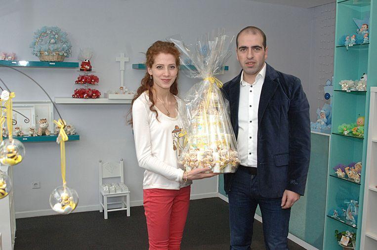 Pogosian Levon en Sona Hovhannisyan openen een winkel met doopsuiker en pralines.