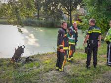 Stepje en buggy langs water gehaald in Alphen
