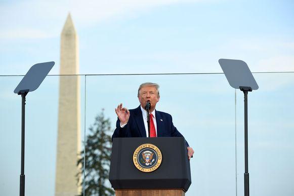 De Amerikaanse president Trump houdt zijn toespraak.