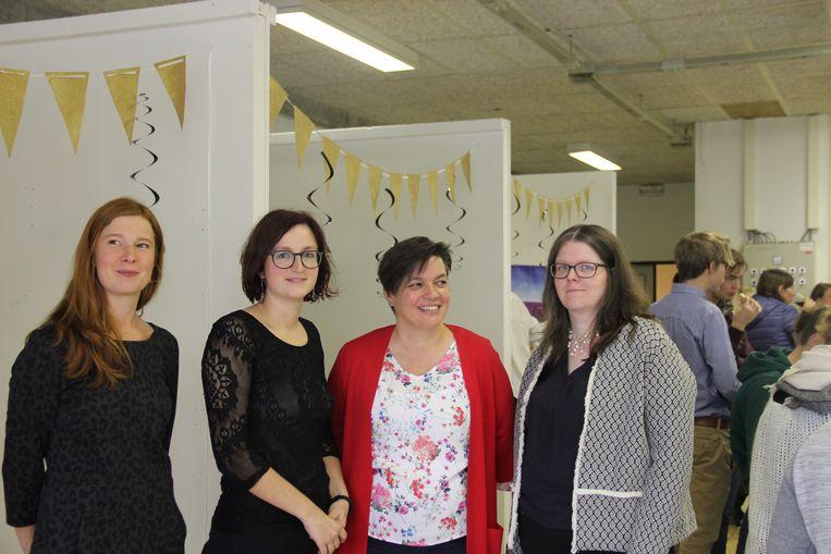 Leerkrachten Sara Van Quickelberghe, Hanna Baele en Els Ameels zullen voortaan aan co-teaching doen voor de lessen Frans. Ook directrice Vanessa Van Cauwenberge (rechts) kwam een kijkje nemen.