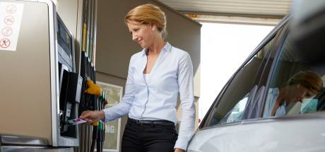 'Automobilisten tanken steeds vaker duurdere E5-benzine'