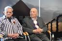 David Lewin (rechts) tijdens de persbijeenkomst op zondag, een dag voor de grote herdenking.