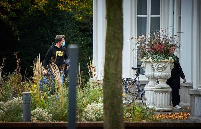 Premier Mark Rutte in het weekend op weg naar het corona-overleg in het Catshuis.