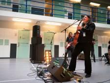 Arnhemse artiesten van gevangenis naar gevangenis om bajesplaat te maken
