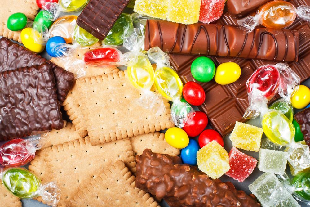 Het is de bedoeling dat snoep lekker is, vinden de makers. Het werkt niet om alle suiker, vet en zout eruit te halen.