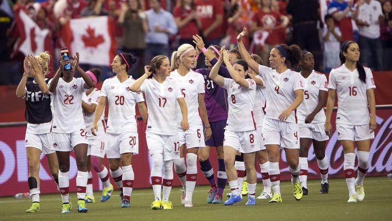 Gastland Canada groet het publiek, de kwalificatie voor de volgende ronde is binnen.