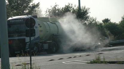 Enorme gaswolk ontsnapt uit zoutzuurtank