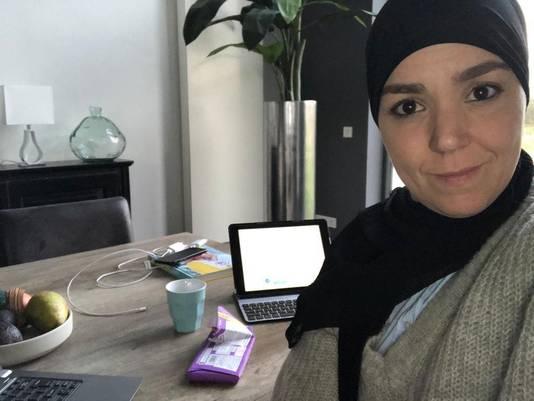 Ook wethouder Esmah Lahlah is thuis aan het werk.
