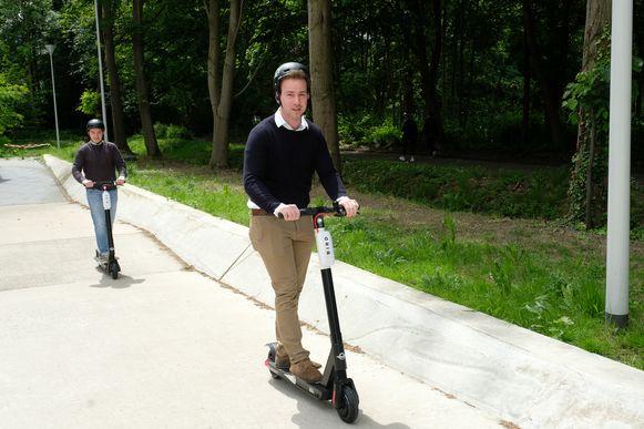 Studenten testen de Bird-steps uit op campus Drie Eiken.